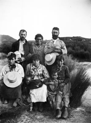 A group portrait of a four tāne, two wāhine and two tamariki