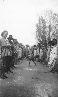 A group of unidentified Māori wāhine