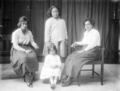 A group portrait of Mrs Dinah Nuku and whānau