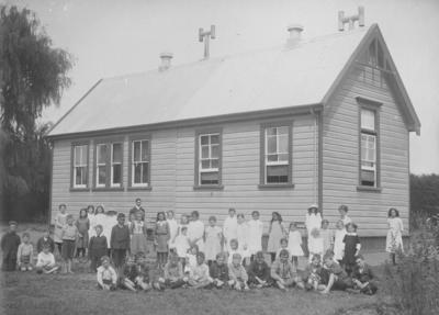 Group portrait, Pakowhai School