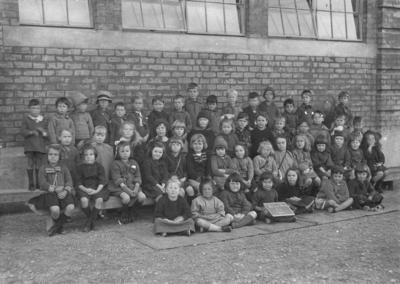 Group portrait, Nelson Park School