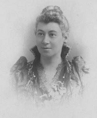 Portrait, unidentified woman
