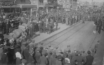 Troops leaving Hastings for Awapuni Camp, Palmerston North