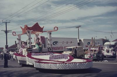 Hastings Blossom Festival parade, Toowoomba Carnival Queen float