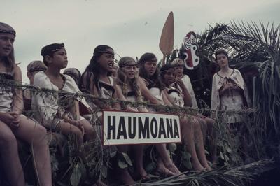 Hastings Blossom Festival parade, Haumoana float