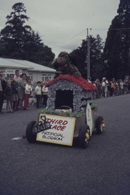 Hastings Blossom Festival parade, Artificial Blossom float