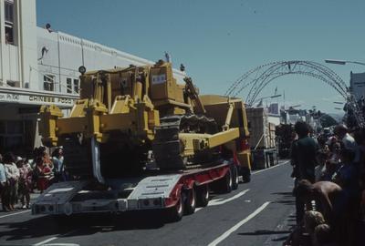 Napier Centennial parade, vehicles travelling down Emerson Street