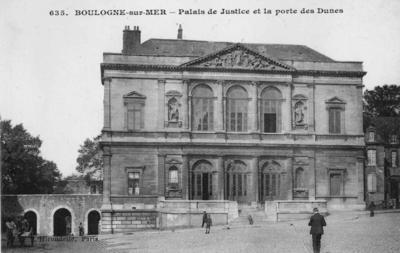 Boulogne-sur-Mer Palais de Justice et la porte des Dunes, France