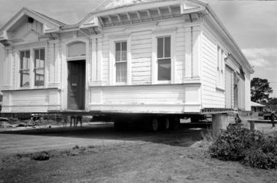 Collection of Hawke's Bay Museums Trust, Ruawharo Tā-ū-rangi, A/1993/01/08