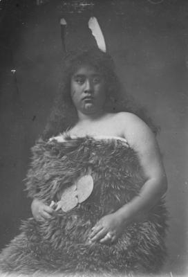 Portrait, unidentified Māori woman