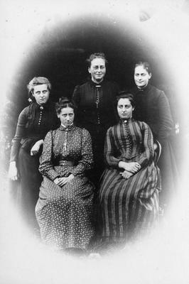 Webb sisters: Alice, Dora, Annie, Mary and Edith