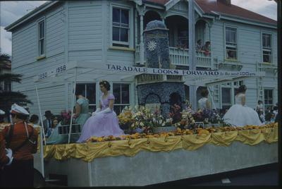 Hawke's Bay Centennial Parade, Napier; Taradale Looks Forward float