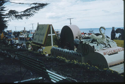 Hawke's Bay Centennial Parade, Woolworths float