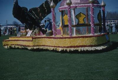 Hastings Blossom Festival, Williams & Kettle float
