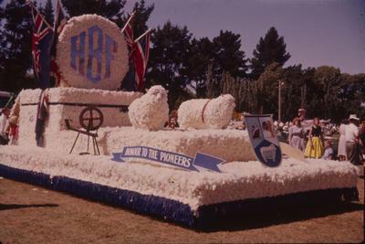 Hastings Blossom Festival, Hawke's Bay Farmers float
