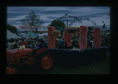 Hastings Blossom Festival, National Bank of New Zealand float; Gray, Leon; 2017/1/116