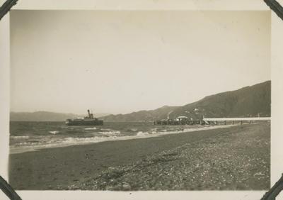 Ferry approaching jetty, Rona Bay Wharf