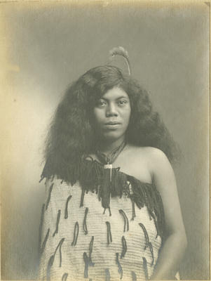 Unidentified young Māori woman; Poll, Wallace; 2017/8/4