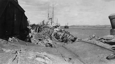 Napier Earthquake, Wrecked Wharf, with HMS Veronica; A B Hurst & Son