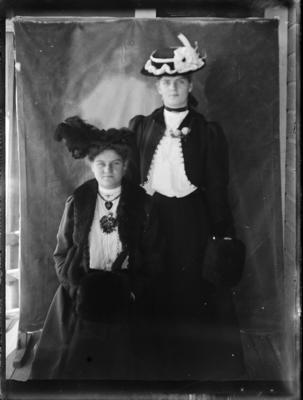 Edith and Ethel Newrick