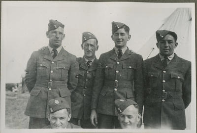 Percy Hamlin and other airmen; 2018/9/34/50