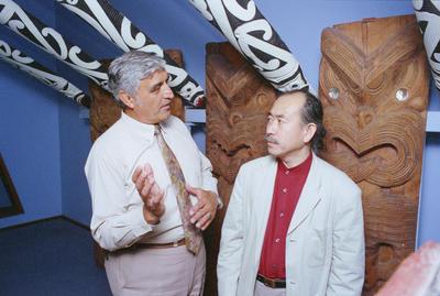 Heitia Hiha explains the significance of meeting house carvings to Tokio Hasegawa