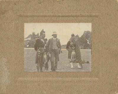 Douglas Maclean with men in highland dress; Sorrell, Charles Hudson Cunningham; 2021/2/4