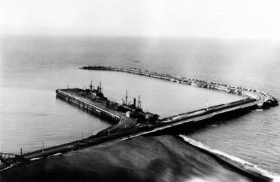 Breakwater and Wharf, Napier