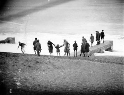Beach beside Marine Parade, Napier; Williams, David Godfrey