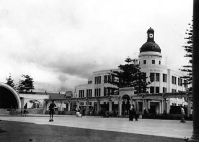 The Soundshell and Outer Colonnade Marine Parade, Napier