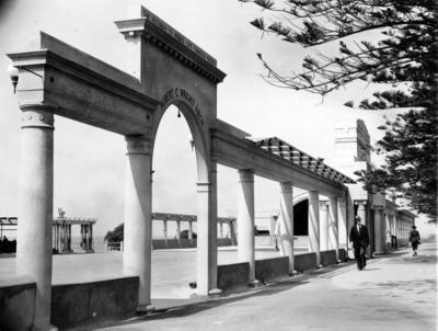 Colonnades Memorial, Marine Parade, Napier