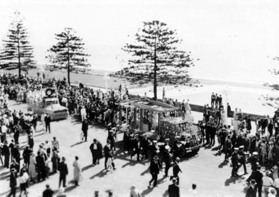 Floats along Marine Parade, New Napier Procession
