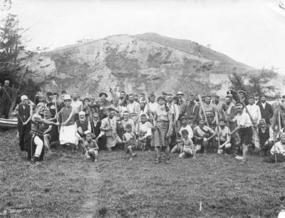 Group of unidentified Māori