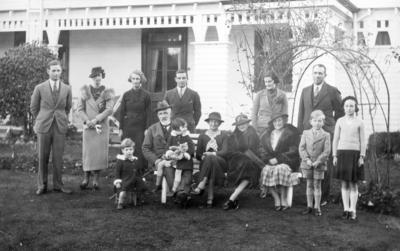 Kinross White Family Group, Ōmarunui