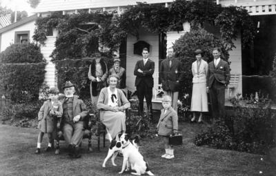 Kinross White Family Group, Omarunui