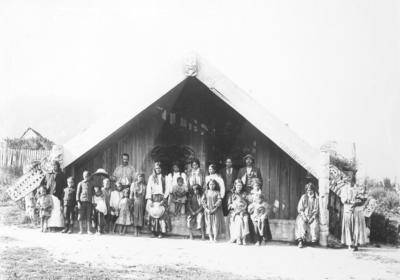 Group at Te Puhi wharenui, Mātaatua, Urewera