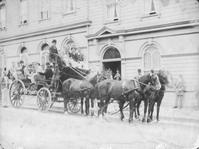 Coach and passengers, Napier