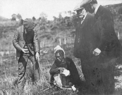 Portrait of Mr Henry Hill, Mr Luke, Mr Harris and an unidentified Māori woman