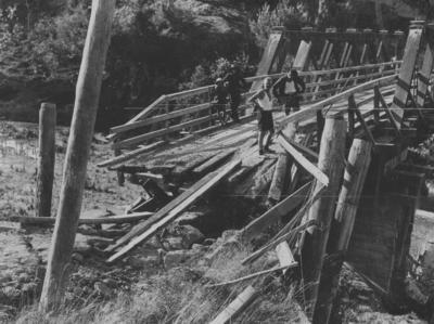 Damaged bridge, Napier Taupo Road