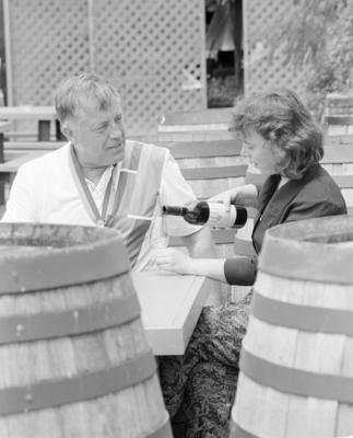 Bjorn Akerblom (left) discusses attributes of Hawke's Bay red wines with Vidals winemaker Elise Montgomery